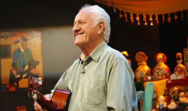 """Boldrin contou causos divertidíssimos e cantou """"Vide e Vida Marvada""""."""
